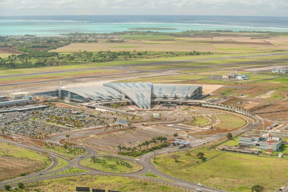 Vue-aérienne-de-l'aéroport-SSR-à-'île-Maurice