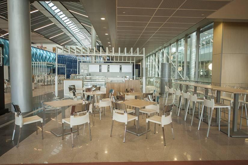 Réstaurant-à-l'intérieur-de-l'aéroport-SSR