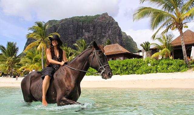 Horse-riding-beach-Mauritius