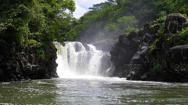 GRSE waterfall Ile aux Cerfs