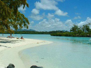 mauritius-ile-aux-cerfs-island-beach