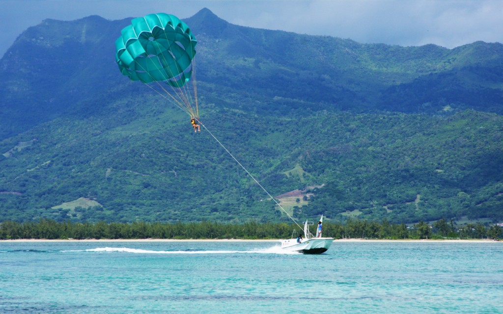 parasailing south west of mauritius